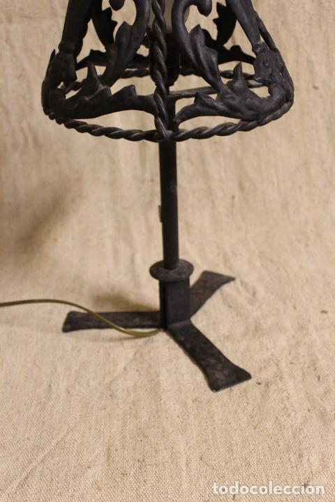 Antigüedades: lampara de sobremesa de hierro - Foto 6 - 254920525
