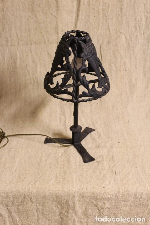 LAMPARA DE SOBREMESA DE HIERRO (Antigüedades - Iluminación - Lámparas Antiguas)