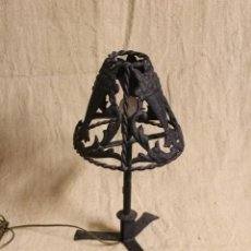 Antigüedades: LAMPARA DE SOBREMESA DE HIERRO. Lote 254920525