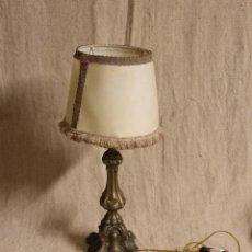 Antigüedades: LAMPARA DE SOBREMESA DE BRONCE. Lote 254920680