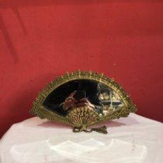 Antigüedades: ANTIGUO ESPEJO CON FORMA DE ABANICO SOBREMESA. Lote 254955730