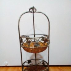 Antigüedades: ESTANTERIA DE METAL FORJADO Y MIMBRE. Lote 254957260