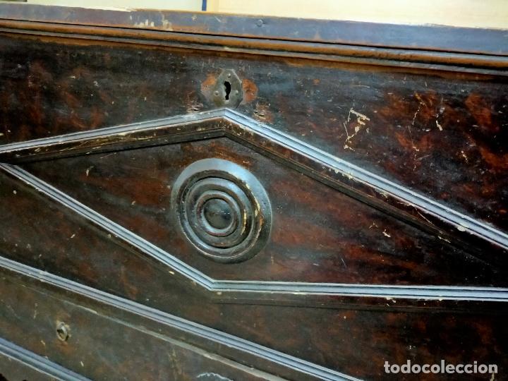 Antigüedades: IMPRESIONANTE ARCA DE MADERA 85X64X136 CM - Foto 11 - 254972320