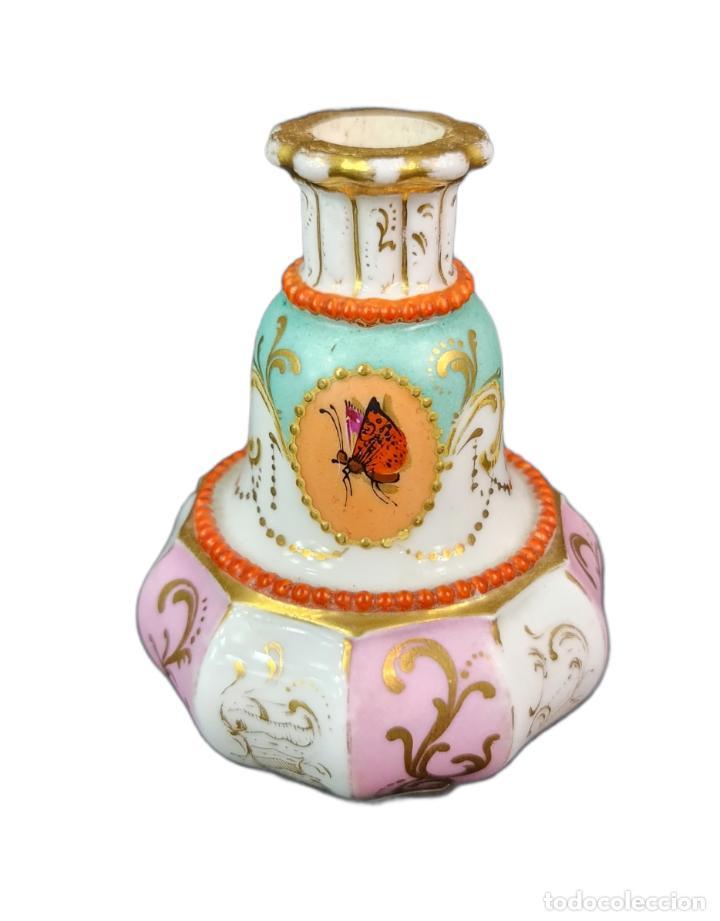 Antigüedades: Violetero en porcelana pintada a mano vitrificada con detalles al oro y mariposas. ca 1890. 11x8cms - Foto 4 - 254973435