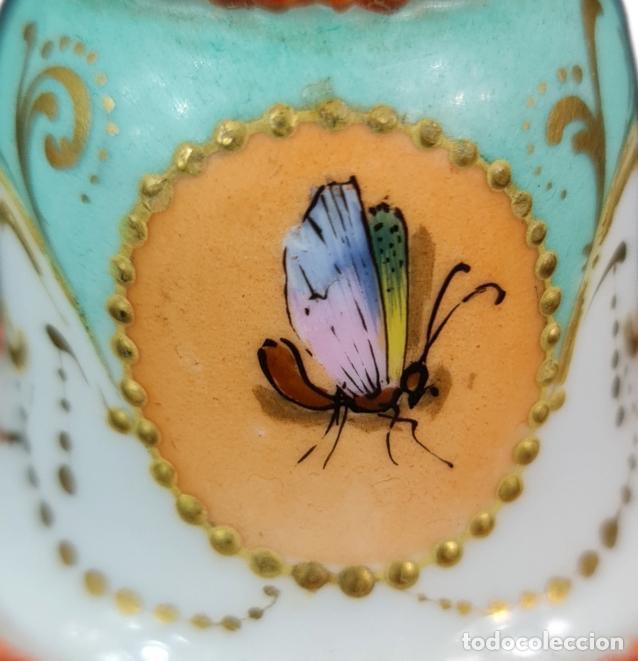 Antigüedades: Violetero en porcelana pintada a mano vitrificada con detalles al oro y mariposas. ca 1890. 11x8cms - Foto 5 - 254973435