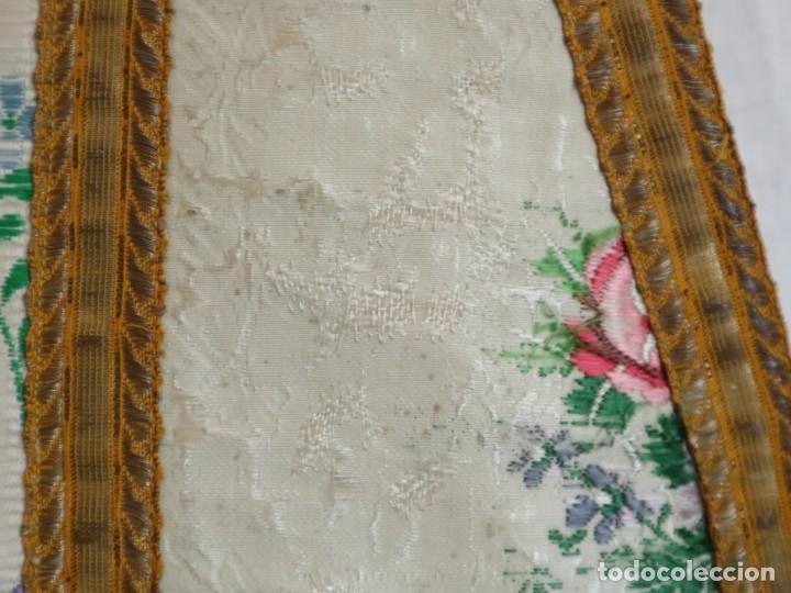 Antigüedades: Casulla del siglo XVIII confeccionada en espolines manuales combinados con bordado veneciano. - Foto 5 - 145856526
