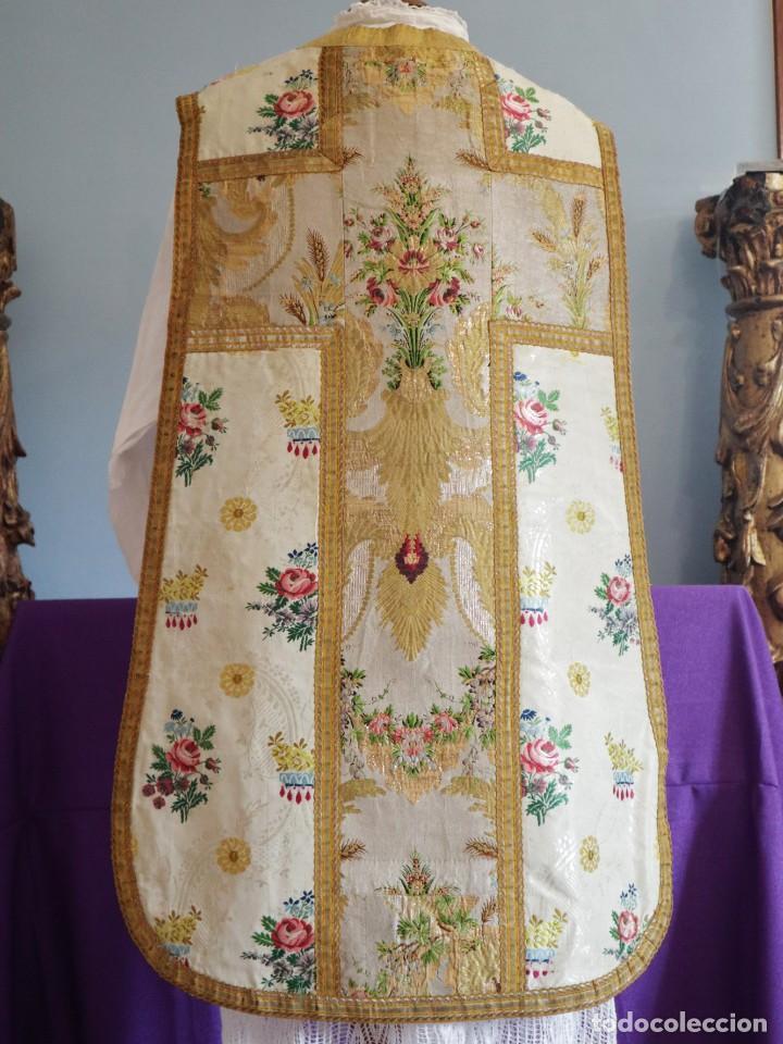 Antigüedades: Casulla del siglo XVIII confeccionada en espolines manuales combinados con bordado veneciano. - Foto 14 - 145856526