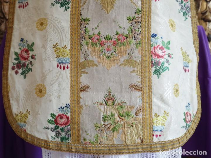 Antigüedades: Casulla del siglo XVIII confeccionada en espolines manuales combinados con bordado veneciano. - Foto 22 - 145856526