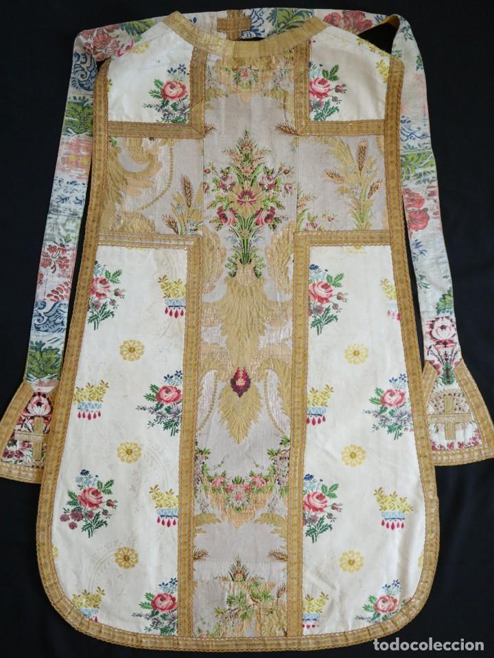 Antigüedades: Casulla del siglo XVIII confeccionada en espolines manuales combinados con bordado veneciano. - Foto 28 - 145856526
