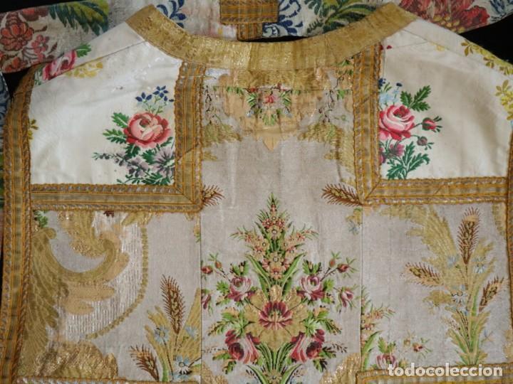 Antigüedades: Casulla del siglo XVIII confeccionada en espolines manuales combinados con bordado veneciano. - Foto 30 - 145856526