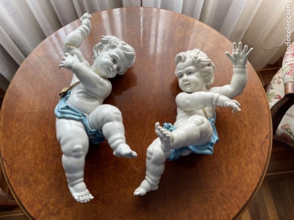DOS ANGELOTES DE PORCELANA ALGORA CALZÓN AZUL MIRA FOTOS Y DESCRIPCIÓN (Antigüedades - Porcelanas y Cerámicas - Algora)