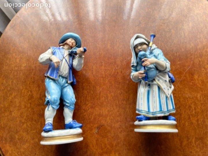 DOS FIGURAS ALGORA MUSICOS SXIX EN AZUL BUEN ESTADO (Antigüedades - Porcelanas y Cerámicas - Alcora)