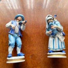 Antigüedades: DOS FIGURAS ALGORA MUSICOS SXIX EN AZUL BUEN ESTADO. Lote 255010670