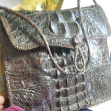 Antigüedades: BOLSO PIEL COCODRILO ANTIGUO ORIGINAL Y AUTENTICO BUENA CONSERVACION ¡¡PRECIO ULTIMA ORA ¡¡ 175€. Lote 255014160