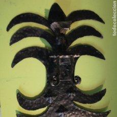Antigüedades: ANTIGUO PORTA VELAS HIERRO FORJADO. Lote 255325545