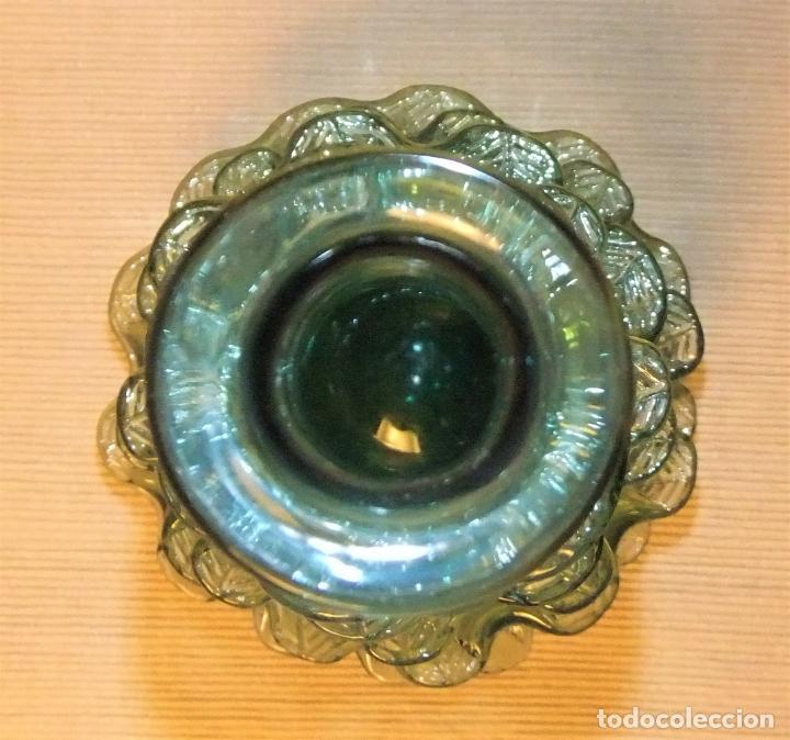 Antigüedades: ANTIGUA BOTELLA O JARRÓN DE CRISTAL SOPLADO PINZADO MALLORQUIN - Foto 2 - 255332640