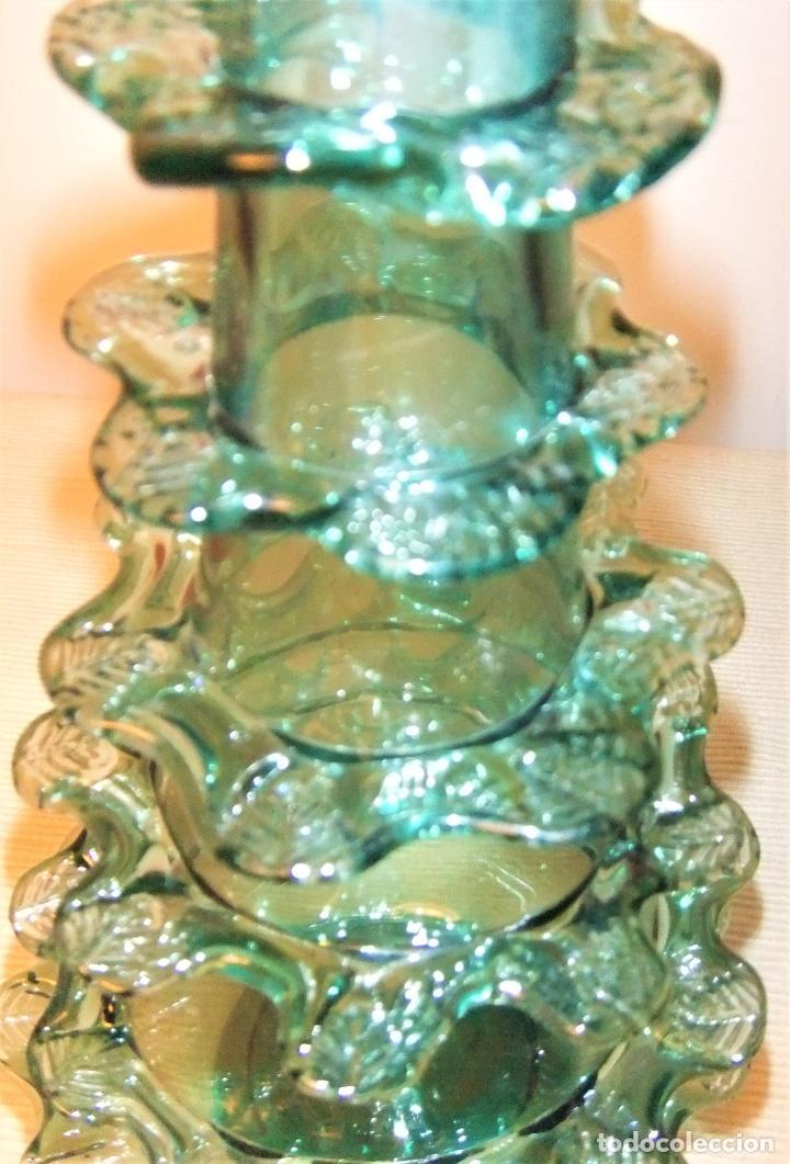 Antigüedades: ANTIGUA BOTELLA O JARRÓN DE CRISTAL SOPLADO PINZADO MALLORQUIN - Foto 4 - 255332640