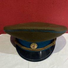 Antigüedades: ANTIGUA GORRA MILITAR CAP DEL OFICIAL DE LA KGB DE LA URSS - 1970 - UNIÓN SOVIÉTICA / URSS .VER FOTO. Lote 255392060