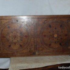 Antigüedades: PUERTA DE BARGUEÑO. CHAPADO DE NOGAL TARACEADO. S XIX. Lote 255404610
