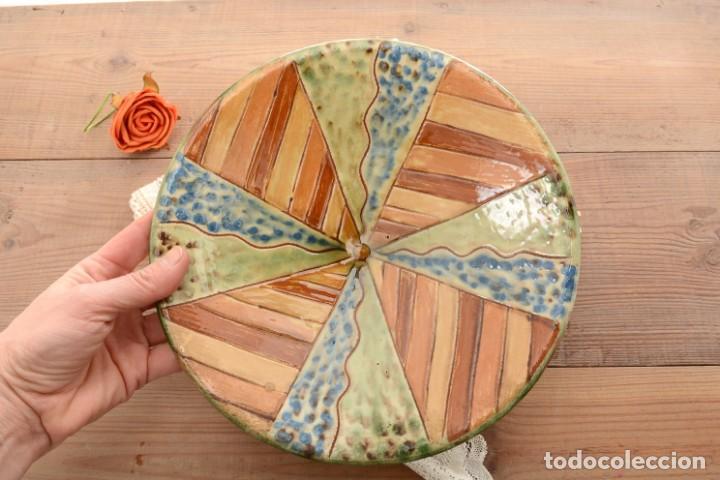 Antigüedades: Plato de cerámica tradicional catalana La Bisbal firmado Puigdemont - Foto 9 - 255404985