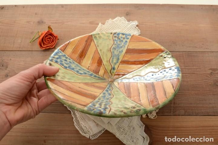 Antigüedades: Plato de cerámica tradicional catalana La Bisbal firmado Puigdemont - Foto 10 - 255404985
