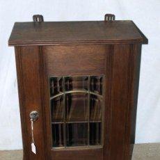 Antigüedades: ARMARITO ROBLE Y CRISTAL. C 1930. INGLATERRA.. Lote 255406000