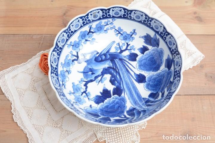 Antigüedades: Bol grande para fruta o centro de mesa de porcelana japonesa Imari - Foto 2 - 255417420