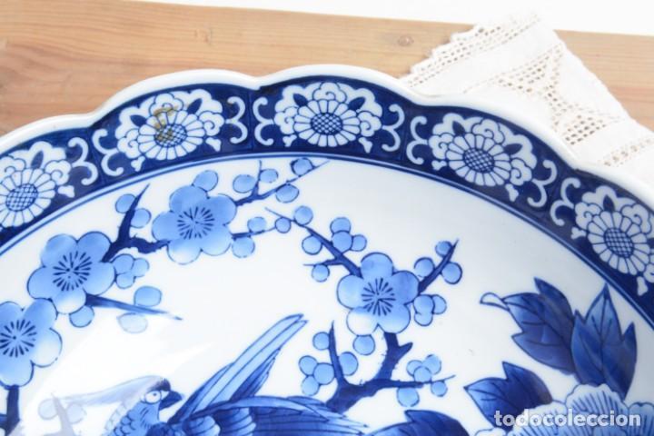 Antigüedades: Bol grande para fruta o centro de mesa de porcelana japonesa Imari - Foto 4 - 255417420
