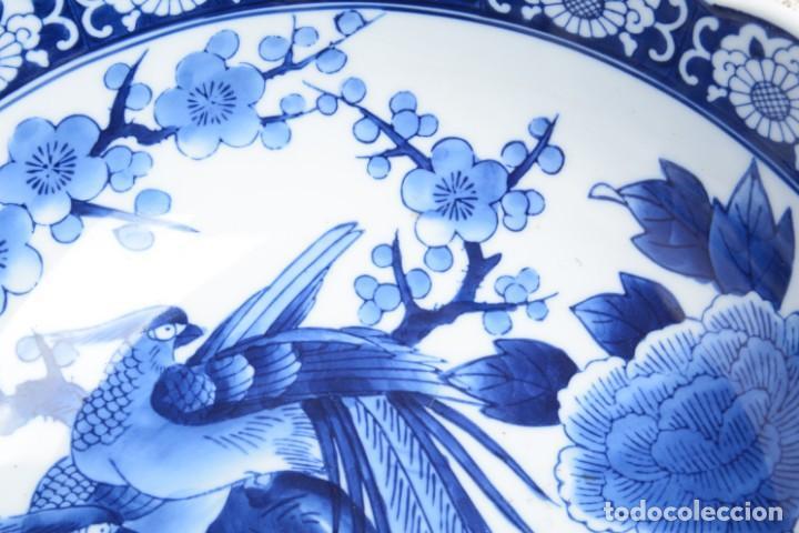 Antigüedades: Bol grande para fruta o centro de mesa de porcelana japonesa Imari - Foto 5 - 255417420