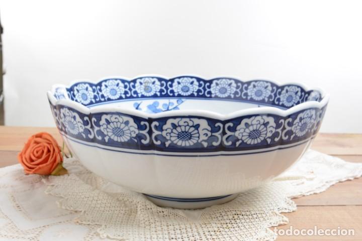 Antigüedades: Bol grande para fruta o centro de mesa de porcelana japonesa Imari - Foto 8 - 255417420