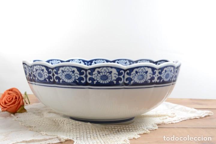 Antigüedades: Bol grande para fruta o centro de mesa de porcelana japonesa Imari - Foto 10 - 255417420