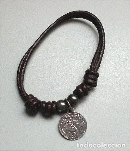 PULSERA DE CUERO CON MEDALLA RELIGIOSA INFANTIL DE PLATA (Antigüedades - Religiosas - Medallas Antiguas)
