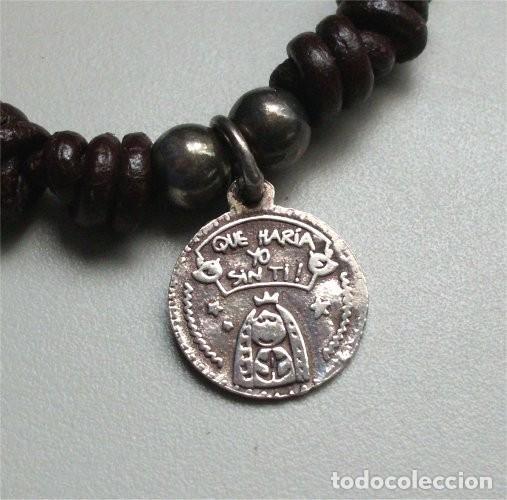 Antigüedades: Pulsera de cuero con medalla religiosa infantil de plata - Foto 2 - 255429990