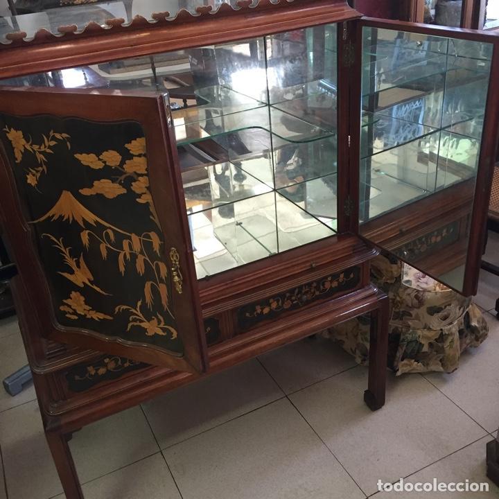 Antigüedades: Aparador mueble bar estilo chino - madera y marquetería, con cristales y espejos - Años 70 - Vintage - Foto 5 - 255441160