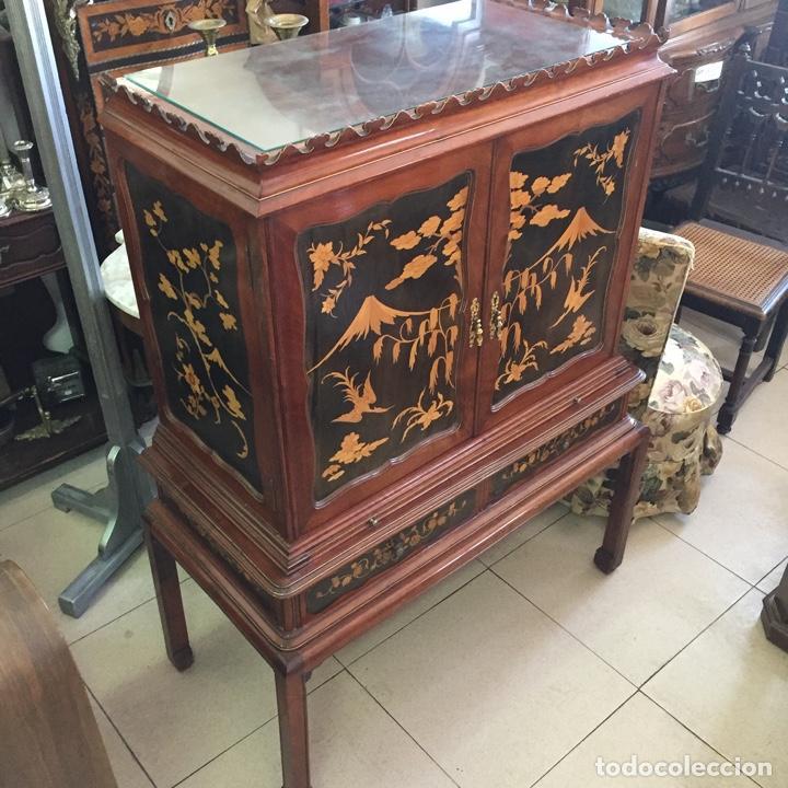 Antigüedades: Aparador mueble bar estilo chino - madera y marquetería, con cristales y espejos - Años 70 - Vintage - Foto 7 - 255441160