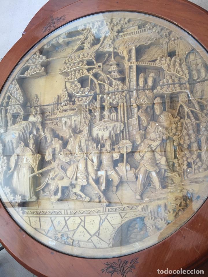 Antigüedades: Mesa de te china con 4 taburetes - Años 70 - Artesanía Vintage, excelente trabajo de talla - Foto 3 - 255442270