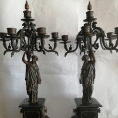 Antigüedades: BONITA PAREJA DE CANDELABROS,EN BRONCE. Lote 255529625