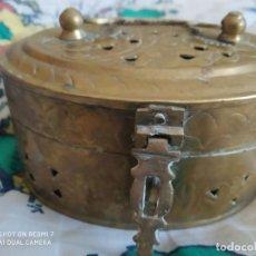 Antigüedades: ANTIGUO PERFUMADOR ARMARIOS BRONCE, CAJA BRONCE PARA DECORACION, JOYERO ARMARIO VINTAGE. Lote 255541220