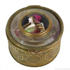Antigüedades: COFFRET A BIJOUX JOYERO CON CENTRAL DE CAMAFEO PINTADO A MANO EN PORCELANA FINES S XIX. Lote 208359507