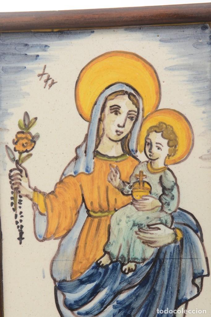 Antigüedades: Azulejo pintado Virgen con el niño La Paloma de Alcora, España - Foto 3 - 255570145