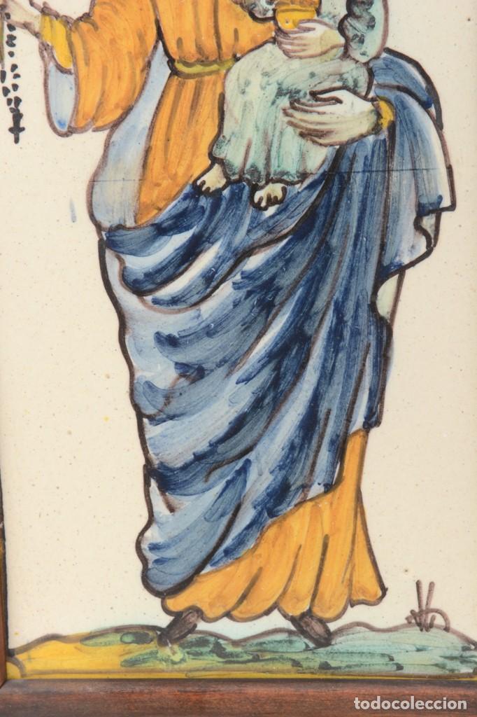 Antigüedades: Azulejo pintado Virgen con el niño La Paloma de Alcora, España - Foto 4 - 255570145