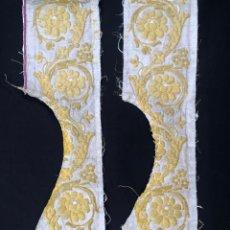 Antigüedades: PAREJA DE TIRAS BROCADAS EN ORO SOBRE TISÚ. Lote 255610520