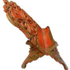 Antigüedades: ANTIGUO ATRIL DE MADERA DE NOGAL, POLICROMADO. BARROCO. S. XVIII. 53X36X29. Lote 255651710