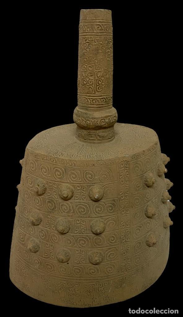ANTIGUA TERRACOTA CHINA , DINASTÍA TANG (618DC-907DC). CAMPANA FÚNEBRE. (Antigüedades - Porcelanas y Cerámicas - China)