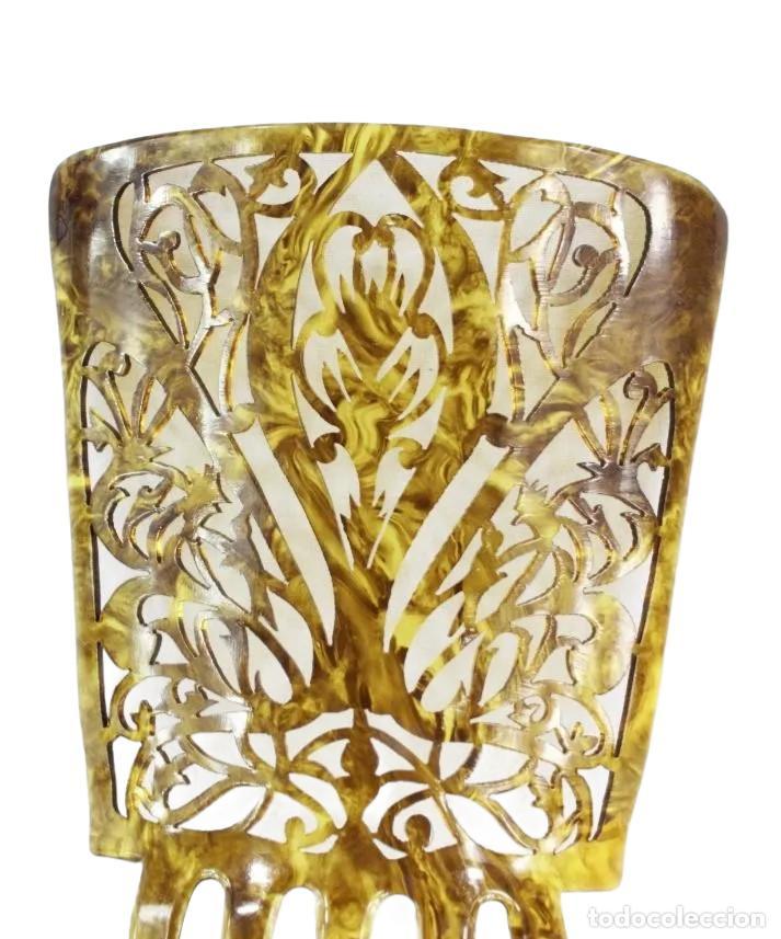 Antigüedades: Peineta antigua en celuloide símil carey. Calada a mano. 20x13cm, teja sóla 13x13cm - Foto 3 - 218070681