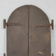 Antigüedades: ANTIGUAS PUERTAS DE CAPILLA - VITRINA BARROCA - MADERA DE RIBERA - BISAGRAS HIERRO FORJADO -S. XVIII. Lote 255919310