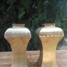 Antigüedades: JARRONES MODERNISTAS DE LATÓN.. Lote 255940935