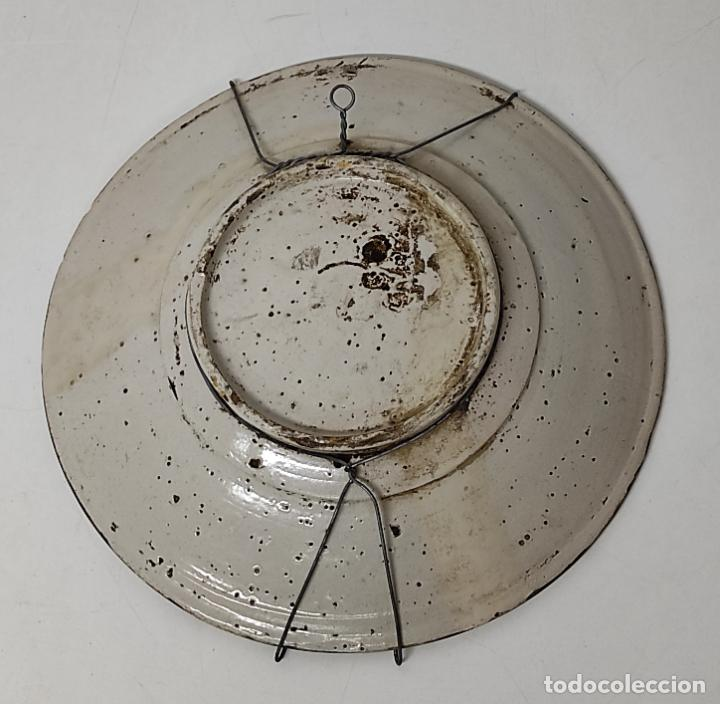 Antigüedades: Antiguo Plato - Cerámica Catalana - Serie Faixes o Cintes - Castillo y Carabela - Diámetro 38 cm - Foto 14 - 255961295