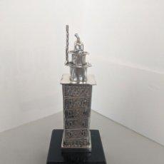 Antigüedades: TORRE DE HERCULES DE PLATA DE LEY - 12,5 CM. DE ALTO. Lote 255989900