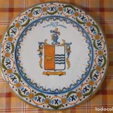 Antigüedades: PLATO CERAMICA DE TALAVERA CLUB DE AJEDREZ TALAVERANO 1973 ESCUDO ROMAN TORAN 40,5 CMTS DE DIAMETRO. Lote 255992730